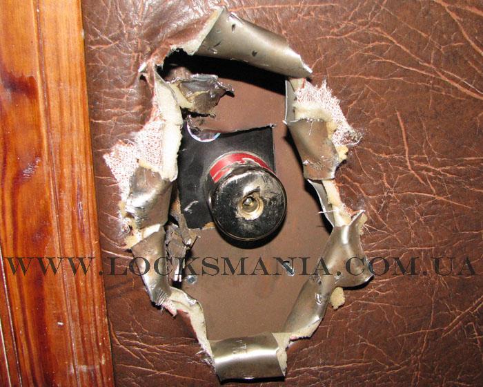 Ремонт дверей после взлома